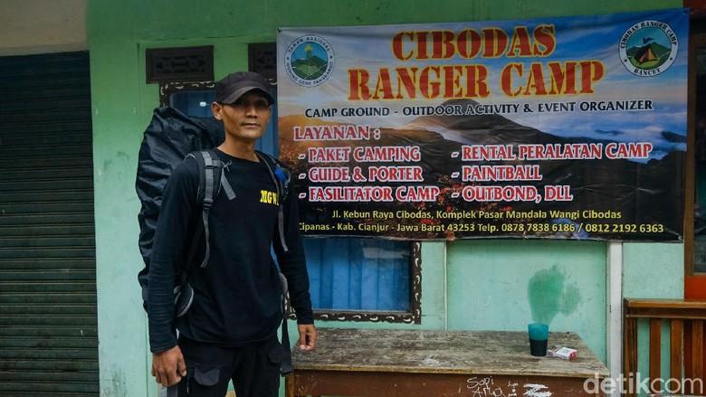 Profesi porter Gunung Gede-Pangrango sempat terpuruk karena pandemi COVID-19. Kini, perekonomian porter berangsur pulih usai pendakian kembali dibuka.