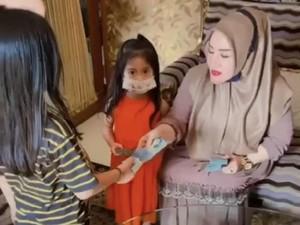 Bikin Heboh, Nenek-nenek Viral Bagi-bagi THR Rp 5 Juta ke Anak dan Cucunya