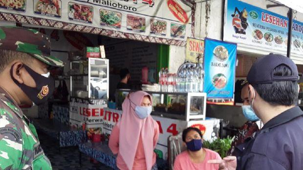 Warung pecel lele yang viral 'nuthuk' harga di Malioboro Yogyakarta, Kamis (27/5/2021).