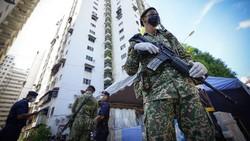 Malaysia terus mencatat rekor tertinggi infeksi dan kematian Covid-19 dalam beberapa pekan terakhir. Imbas ini, negara tersebut memutuskan lockdown nasional.