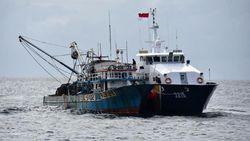Detik-detik Kapal Pencuri Ikan Malaysia Melawan saat Hendak Ditangkap