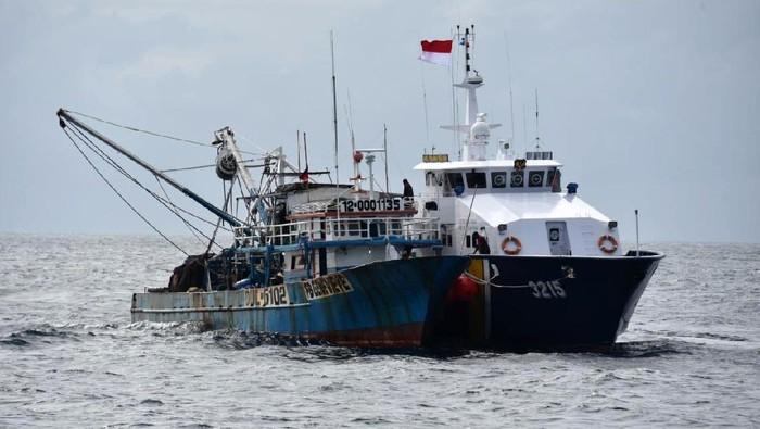 Upaya penjagaan kedaulatan pengelolaan perikanan terus dilakukan Kementerian Kelautan dan Perikanan (KKP) di era Menteri Sakti Wahyu Trenggono. Kali ini operasi Kapal Pengawas Perikanan di Laut Sulawesi berhasil menangkap dua lagi kapal pelaku illegal fishing.