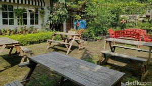 3 Tempat Makan Ini Punya Kebun Sayur dan Rempah Organik
