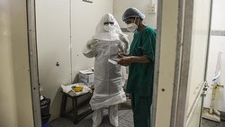 Kasus infeksi dan kematian akibat COVID-19 di India sampai saat ini masih terus meningkat. Hal ini tentunya membebani fasilitas medis hingga krematorium jenazah