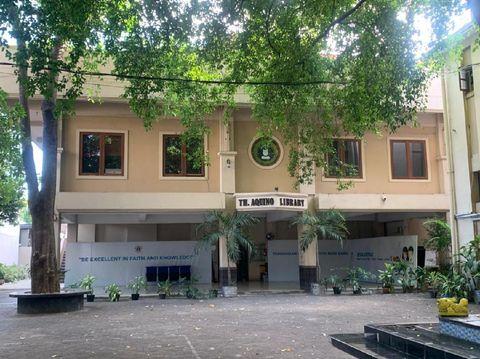 Mengintip SMAK Sinlui 1 Surabaya yang Masuk 10 SMA Terbaik di Indonesia