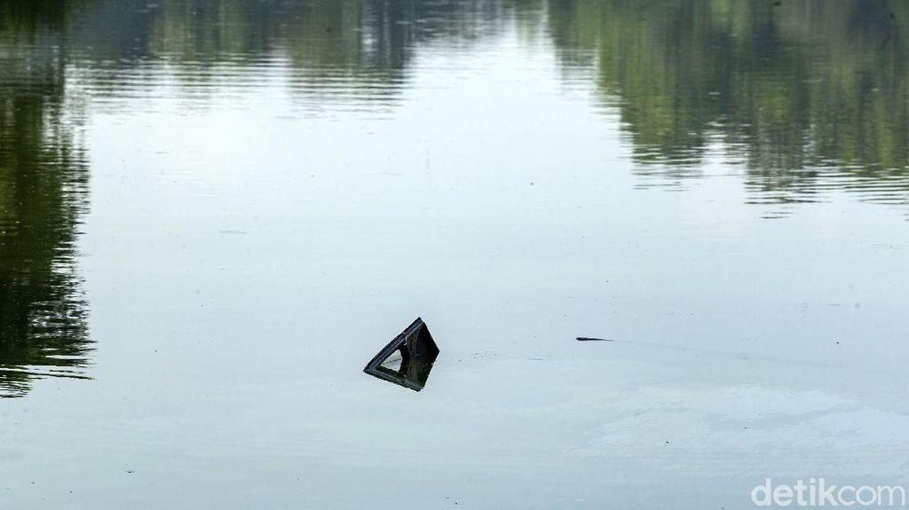 Saksi Mata Cerita Detik-detik Pesawat Latih Jatuh di Danau Cibubur
