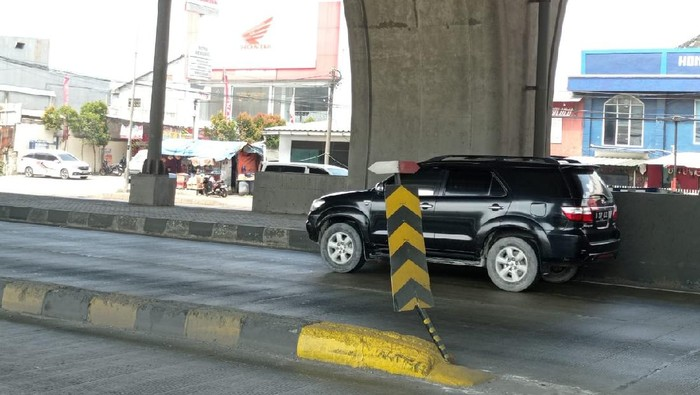 Rambu pembatas Jl Cilincing yang telah diperbaiki.