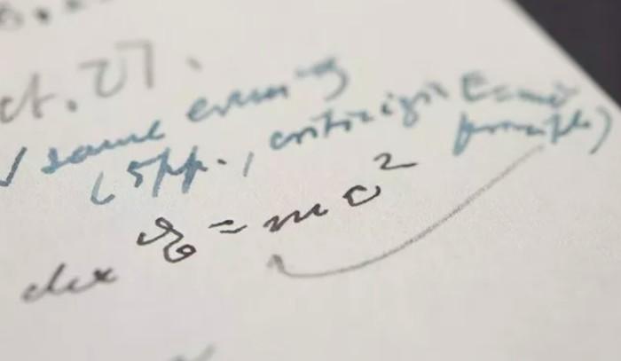 Rumus Albert Einstein