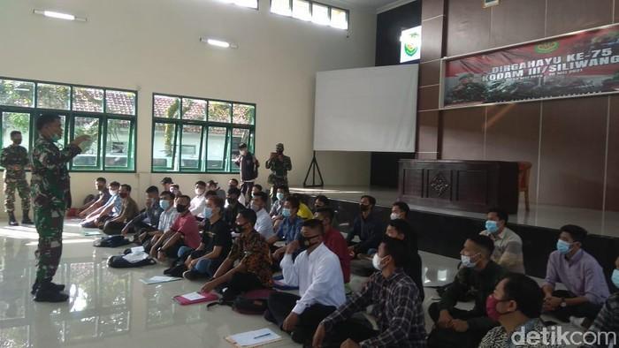 65 warga sipil Kuningan ikut Komcad marta darat