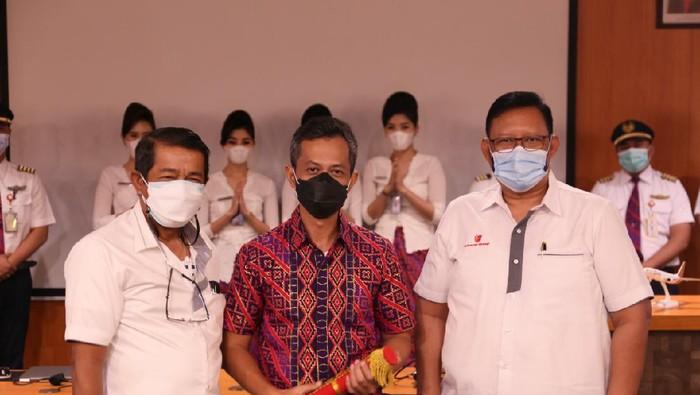 Bos Baru Batik Air Capt. Wisnu Wijayanto (tengah)