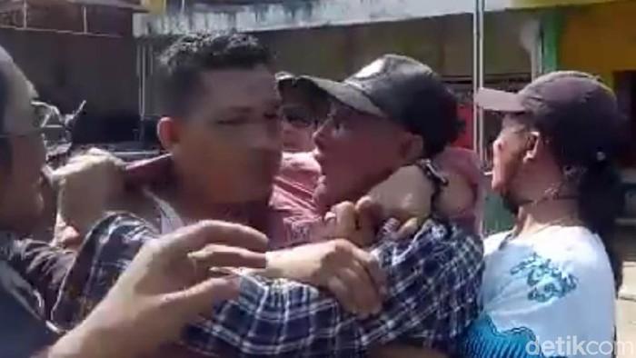 Kelompok preman Dadang Buaya Cs menyerang markas Koramil dan Polsek Pameungpeuk Garut. Dadang akhirnya ditangkap petugas gabungan.