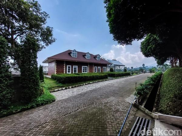 Dream Belle Villa sendiri terhitung sebagai pendatang baru di dunia pariwisata Lembang lantaran baru saja resmi dibuka dan beroperasi di awal 2021 ini.