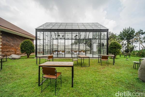 Sementara bagi traveler yang berniat untuk menggelar pesta pernikahan dengan konsep garden party, Dream Belle Villa jadi pilihan yang cocok. Ada dua spot yang bisa digunakan sebagai arena pernikahan.