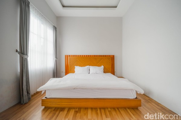 Di Dream Belle Villa, Lembang, pengunjung bisa menginap di sebuah villa yang di dalamnya terdapat empat kamar dengan dekorasi dan suasana yang berbeda satu sama lain. Untuk menginap di sini, pengunjung cukup merogoh kocek Rp 400 ribu untuk weekdays, dan Rp 485 ribu.