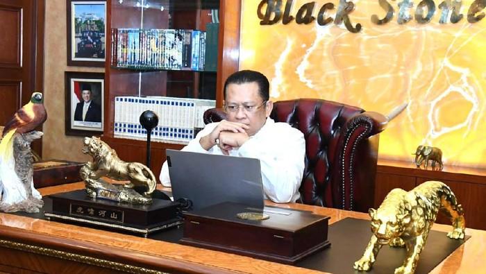 Ketua MPR RI Bambang Soesatyo mengatakan walaupun sejak awal kelahirannya pada 76 tahun yang lalu, Pancasila telah ditasbihkan sebagai pandangan hidup bangsa dan dasar negara, namun masih saja ditemui pandangan yang mempertanyakan, bahkan mengabaikan kehadiran Pancasila. Padahal, kedudukan Pancasila sebagai dasar negara memiliki pijakan legalitas yang kuat.