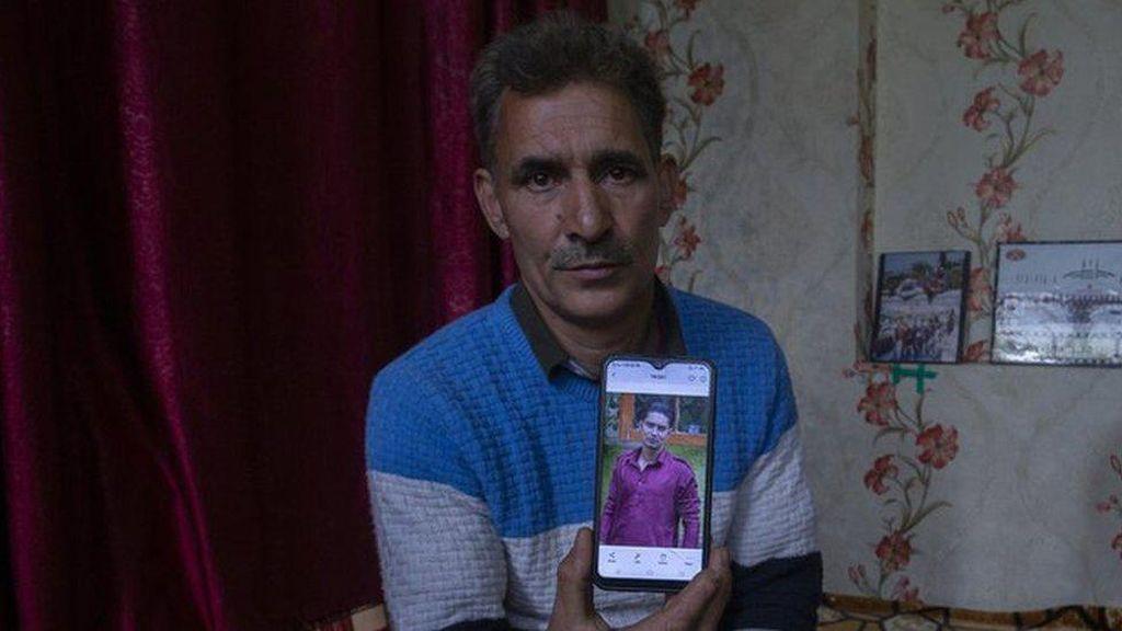 Kisah Ayah di Kashmir yang Terus Menggali Tanah untuk Temukan Putranya