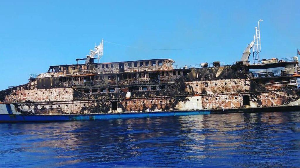 Begini Kondisi KM Karya Indah yang Terbakar di Laut Malut