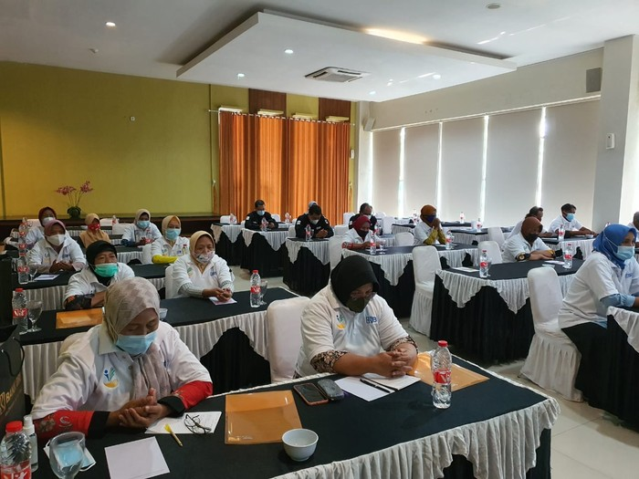 BRI terus mendorong agar pelaku usaha mikro, kecil dan menengah (UMKM) di Indonesia semakin melek digital dan naik kelas. Terbaru, bank plat merah tersebut menggelar kegiatan pelatihan dan pemberdayaan bagi para pelaku UMKM yang tergabung dalam Kelompok Usaha Bersama (KUBE) di Purwodadi, Kabupaten Grobogan, Jawa Tengah.