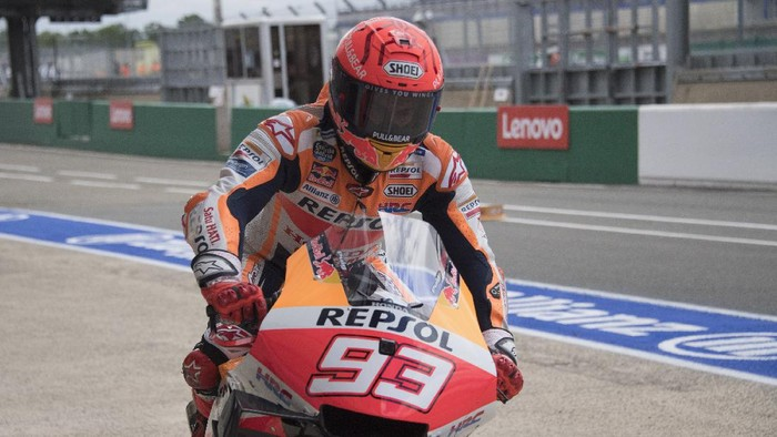 LE MANS, FRANCE - MAY 14: Marc Marquez of Spain and Repsol Honda Team  returns  in box during the MotoGP of France - Practice at  on May 14, 2021 in Le Mans, France. (Photo by Mirco Lazzari gp/Getty Images)