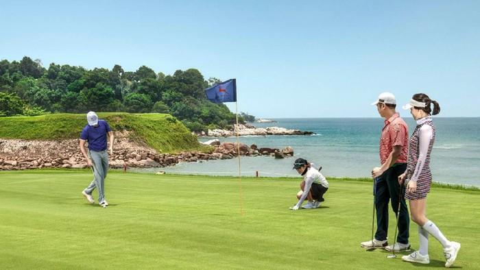 Lapangan Golf ini didapuk jadi salah satu adalah lapangan golf kejuaraan dengan fasilitas terbaik.