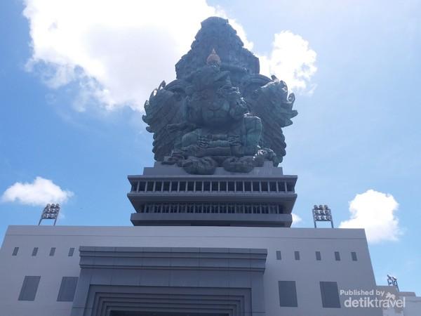 Patung Garuda Wisnu Kencana memiliki tinggi 120.9 meter dan lebar 64 meter