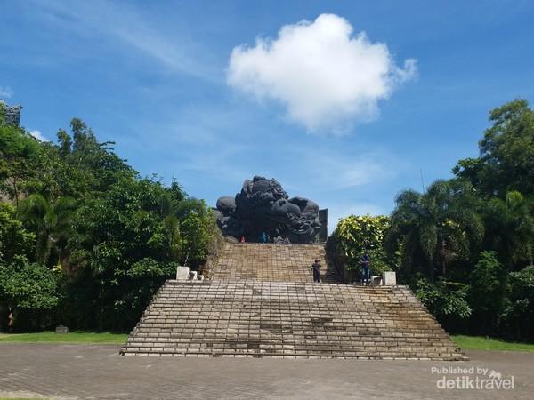 Plaza GWK yang terletak di kawasan seluas 60 hektar