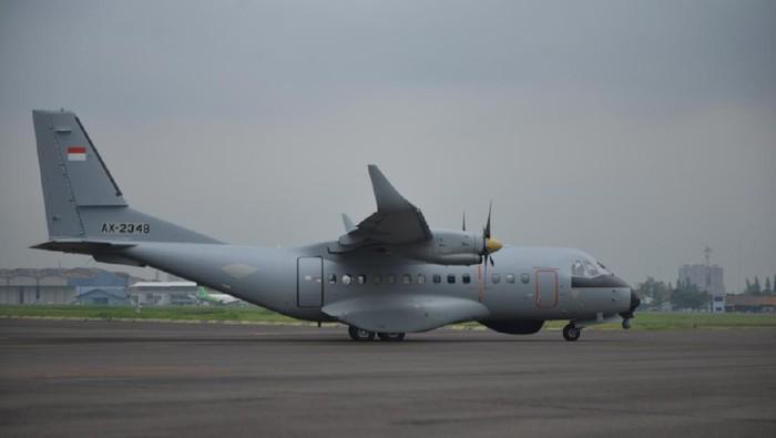 Pesawat CN235-220 besutan PT Dirgantara Indonesia (Persero)
