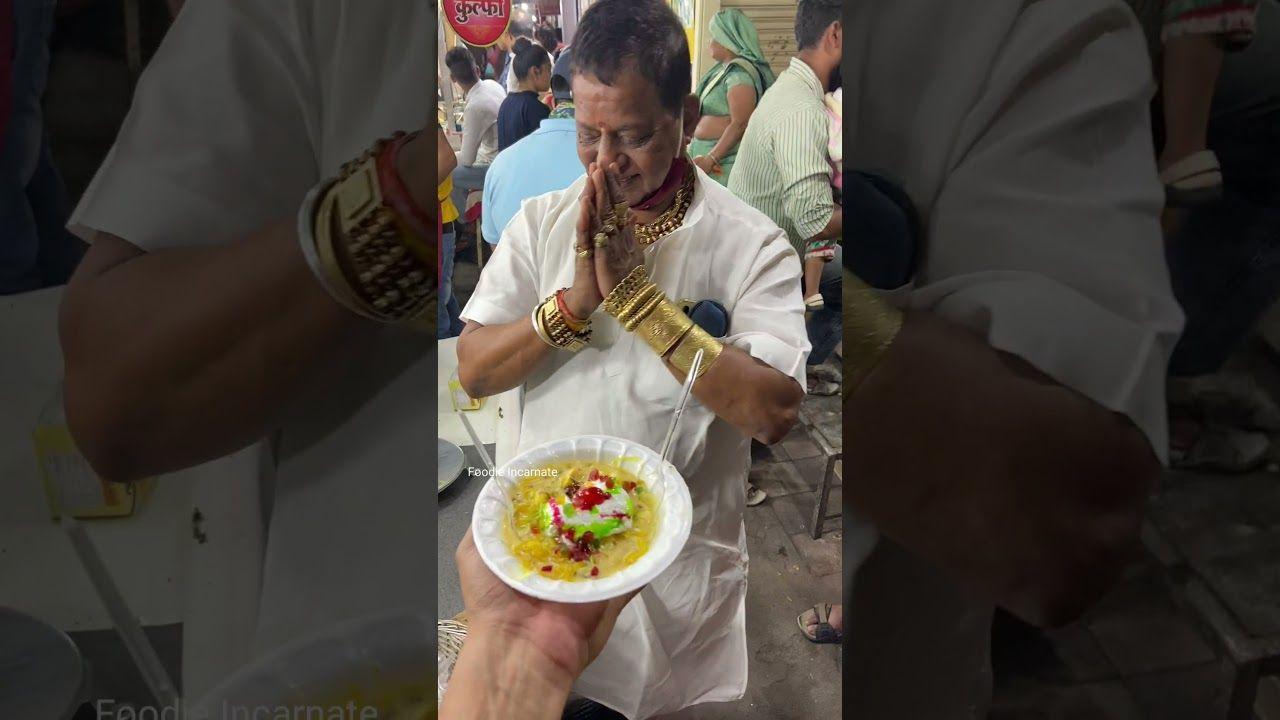 Bikin Minder, Penjual Makanan Kaki Lima Ini Pakai Koleksi Perhiasan Emas Puluhan Gram