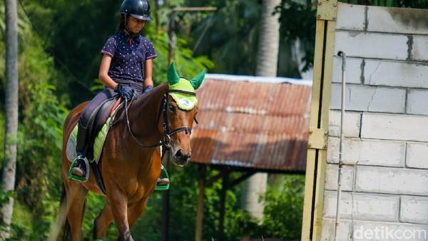 Selain menyenangkan, berkuda juga dapat meningkatkan kebugaran fisik.