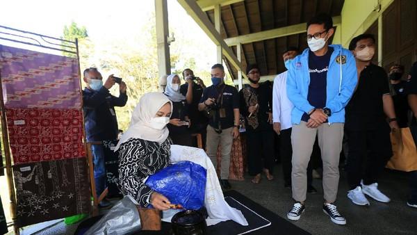 Desa Tugu Selatan, Kabupaten Bogor dipilih karena memiliki banyak daya tarik bagi wisatawan lokal dan internasional. Selain itu Desa Tugu Selatan memiliki suvenir fashion berupa batik dengan motif khas komuditi dari perkebunan Gunung Mas Bogor.