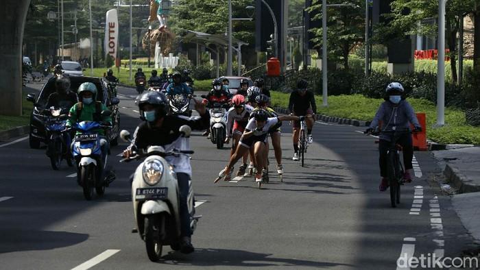BMKG memprediksi cuaca di Jakarta cerah berawan pagi hingga sore hari, Minggu (30/05/2021). Sejumlah warga menikmati cuaca ini sejak pagi.