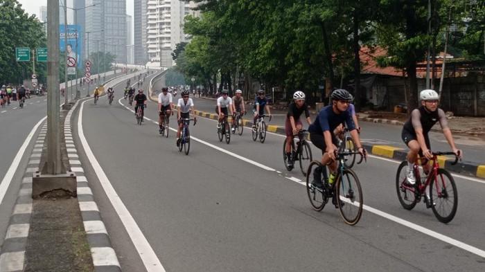 Uji coba road bike di JLNT Kampung Melayu-Tanah Abang, Minggu (30/5/2021) pagi.