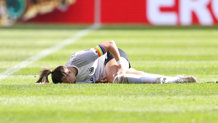 COLOGNE, GERMANY - MAY 30: Tanja Pawollek of Eintracht Frankfurt lies injured during the Womens DFB Cup Final match between Eintracht Frankfurt and VfL Wolfsburg at RheinEnergieStadion on May 30, 2021 in Cologne, Germany.  (Photo by Lars Baron/Getty Images)