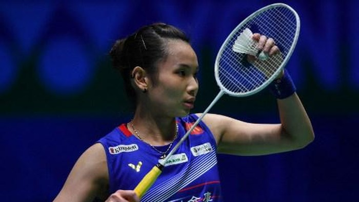 Taipeis Tai Tzu Ying (blue jersey) serves to Spains Carolina Marin (unseen) during their All England Open Badminton Championships womens single semi-final match in Birmingham, central England, on March 14, 2020. (Photo by Oli SCARFF / AFP)