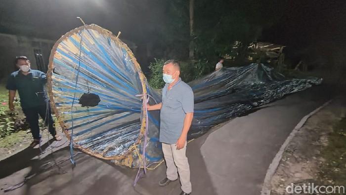 Balon udara yang jatuh di dekat Bandara Adi Soemarmo Boyolali,  31/5/2021