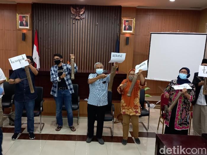 Busyro Muqoddas dkk yang mengatasnamakan Jogja Kompak nyatakan sikap soal nasib 75 pegawai KPK, Senin (31/5/2021).