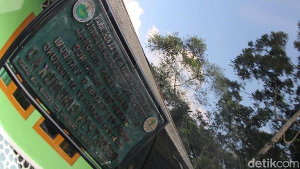 Di kawasan tersebut pengunjung bisa belajar sejarah penemu Elang Jawa MEG Bartels dan juga wisata di area hutan damar.