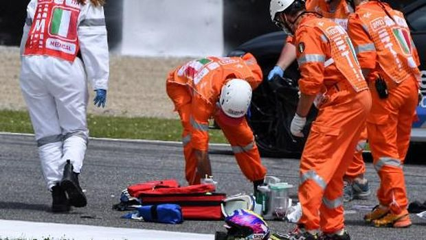 Medical officers clear the track as they evacuate Swiss Moto3 rider Jason Dupasquier in an helicopter after a crash during a qualifying session ahead the Italian Moto GP Grand Prix at the Mugello race track in Scarperia e San Piero on May 29, 2021. - Swiss Moto3 rider Jason Dupasquier was being taken to hospital after a three-bike crash that halted qualifying for the Italian motorcycling Grand Prix at Mugello on May 29, 2021. Organisers said the stricken teenager was being