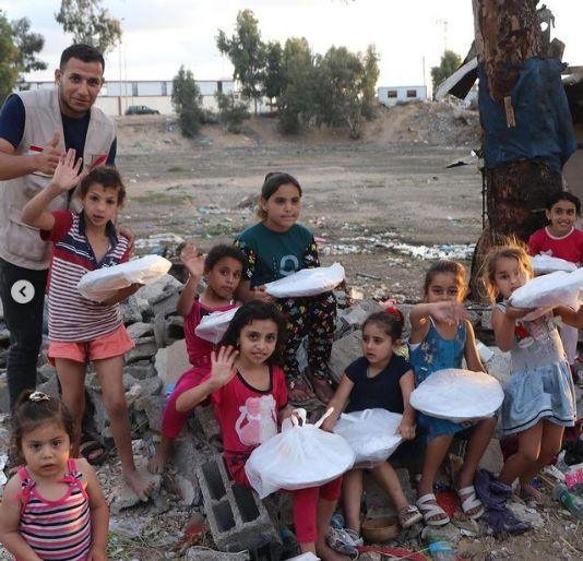 Fadil Jaidi Galang Dana untuk Palestina, Bagikan Nasi Biryani Ayam untuk yang Membutuhkan. Ada juga Obat-obatan dan sejumlah uang tunai.