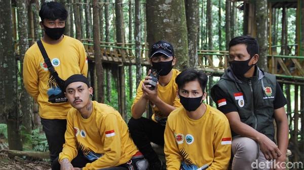 Salah satunya adalah Forum Persatuan Pemuda Ciparay Sukabumi yang turut serta dalam mengelola alih fungsi lahan itu.