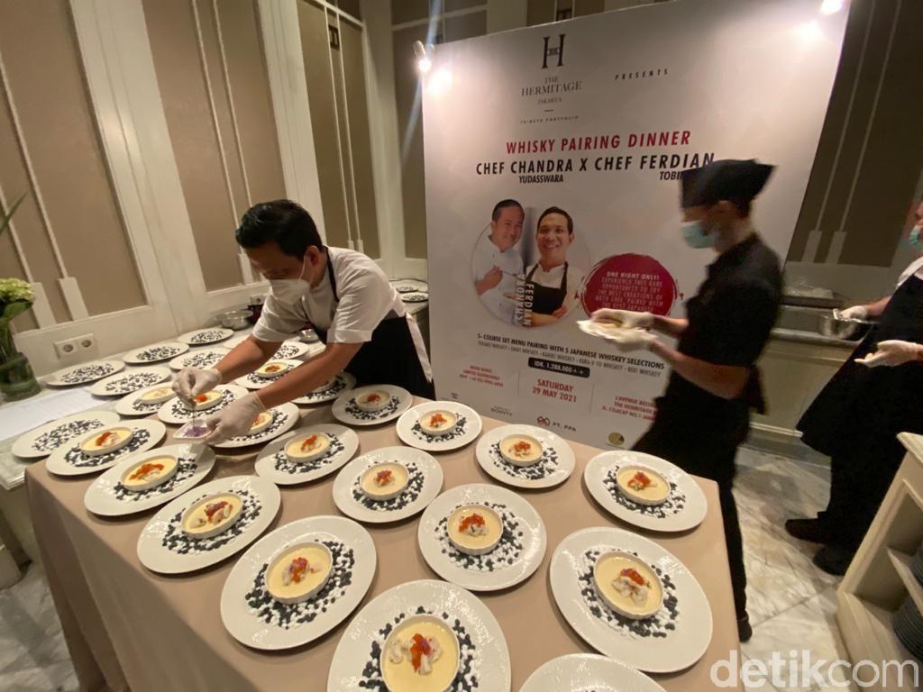 Kolaborasi Chef Chandra dan Chef Ferdian Sajikan Wagyu 7+ dengan Kura Whisky