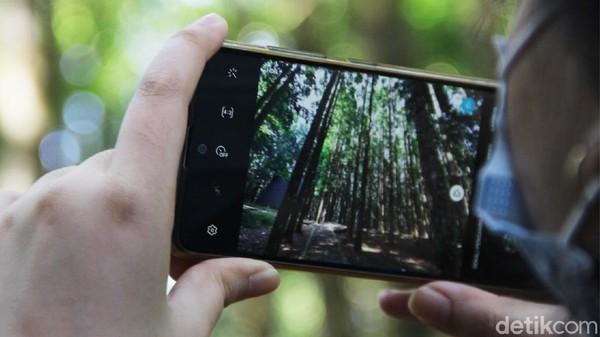 Ditambah dengan pesatnya perkembangan media sosial, pengunjung berlomba-lomba untuk membuat foto dan video yang ciamik kala berwisata ke alam bebas.