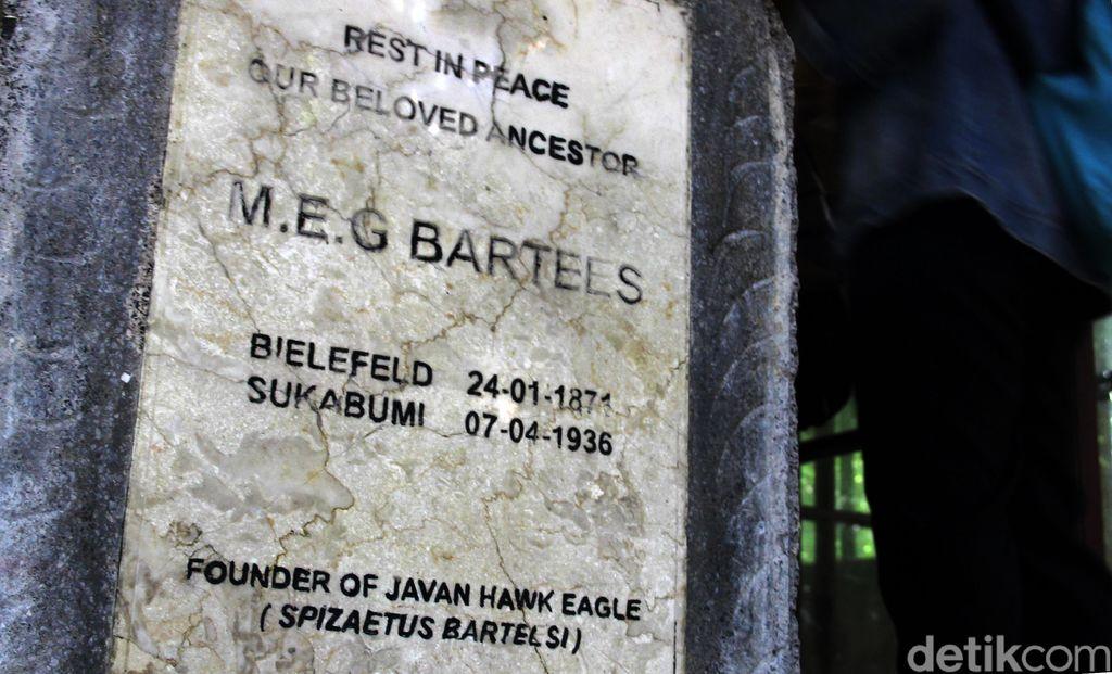 Sosok MEG Bartels berkaitan erat dengan Elang Jawa. Jejak sang ornitolog ini dapat dilihat di museum peninggalannya di Taman Nasional Gunung Gede Pangrango.