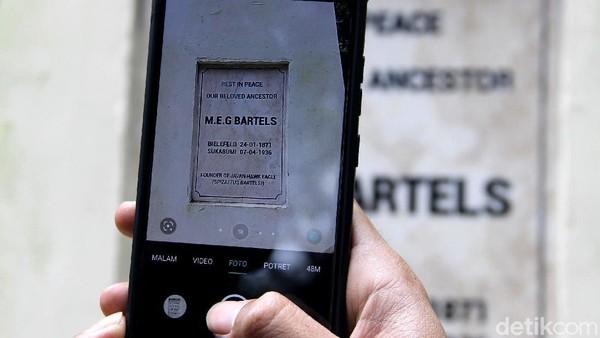 Max Eduard Gottlieb Bartels atau MEG Bartels dikenal sebagai penemu Elang Jawa.