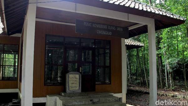 Seperti diketahui, sebagai pusat pendidikan Elang Jawa, resort Cimungkad terbilang lengkap. Terdapat kantor, aula pertemuan, dan juga kandang untuk melakukan observasi. Nantinya di lokasi ini juga akan ada dokter hewan yang berjaga.