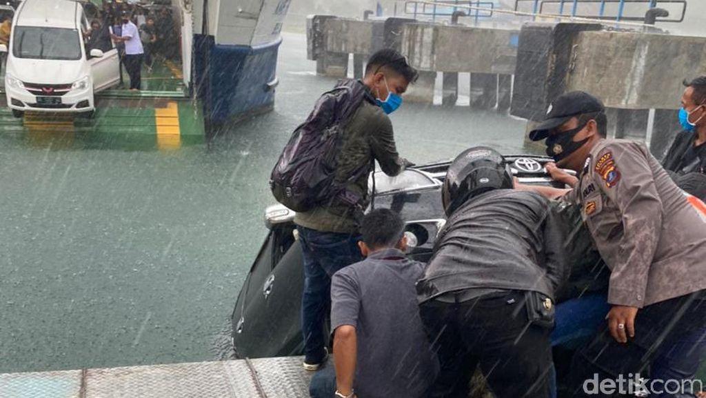 Polisi Periksa 9 Saksi Terkait Mobil Tercebur di Danau Toba