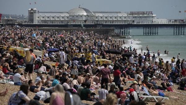 Pemerintah Inggris terus menggenjot pariwisata yang sempat lesu dengan meningkatkan fasilitas karantina bagi para wisatawan.