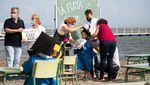 Serunya Siswa Brasil Sekolah Tatap Muka di Pantai