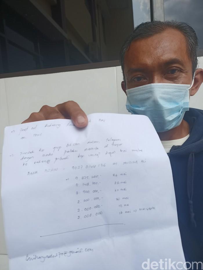 Tukang bakso di Karawang rugi Rp 30 juta akibat penipuan investasi onlien