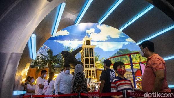 Ada beragam wahana permainan menarik yang dapat dicoba oleh para pengunjung di Trans Studio Cibubur, mulai dari boomerang hingga hyper coaster yang memacu adrenalin.